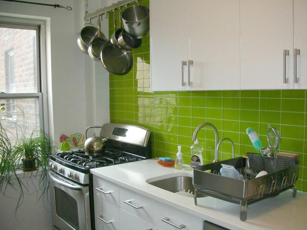 Dark Green Kitchen Walls 1024x768