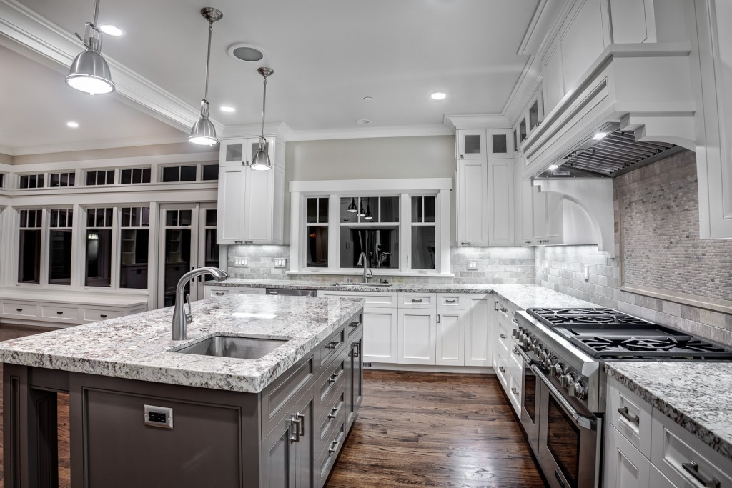 White Kitchen Cabinets1 1024x683